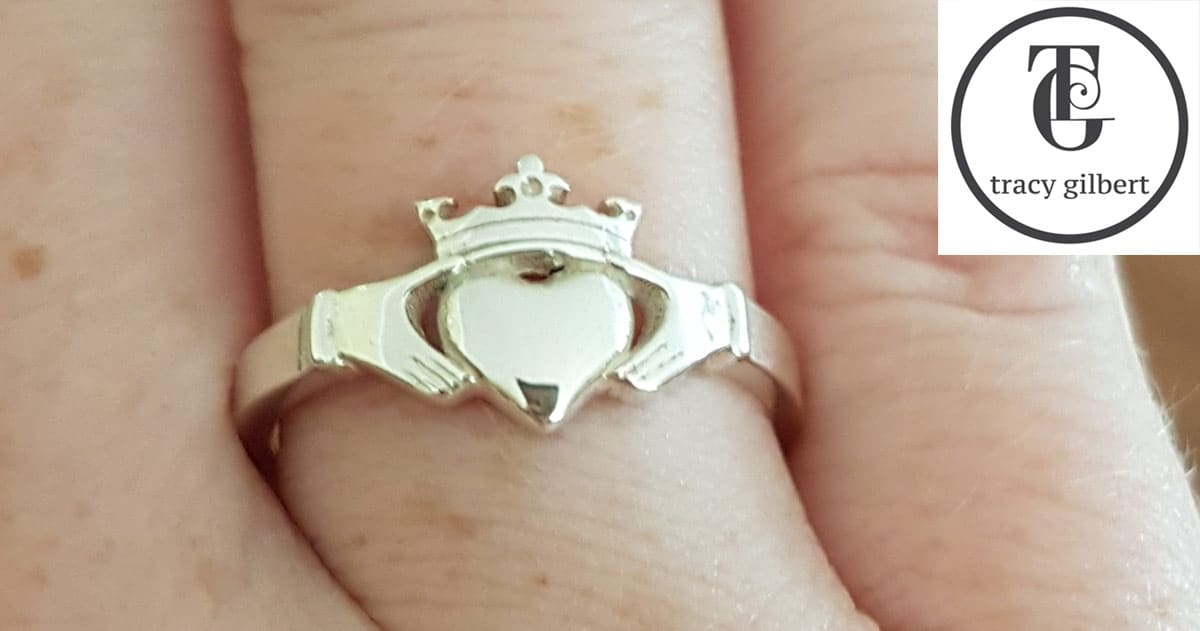 how to wear a claddagh ring when in relationship